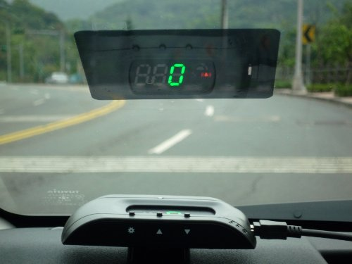 GPS-Head-Up-Display-Speedometer-quick-and-easy-installation-0-3